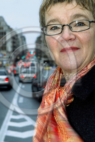 BRUSSELS - BELGIUM - 26 NOVEMBER 2003 -- MEP Ewa HEDKVIST PETERSEN (PSE) on Rue de la Loi, a main street in the EU area of Brussels during the rush hour.-- PHOTO: JUHA ROININEN / EUP-IMAGES