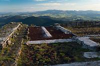 Europe/France/Auverne/63/Puy-de-Dôme/Parc Naturel Régional des Volcans: Sommet du Puy de Dome  et  Temple de Mercure  en fond le Massif du Sancy