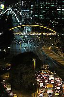 RIO DE JANEIRO, RJ, 15.05.2014  - PROTESTO COPA RJ – Manifestantes interditam a avenida Presidente Vargas em frente a prefeitura do Rio de Janeiro  na cidade nova região central da cidade nessa quinta 15. (Foto: Levy Ribeiro / Brazil Photo Press)