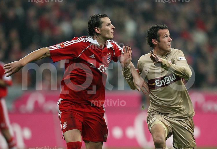 Fussball Bundesliga 13. Bundesliga  FC Bayern Muenchen 2-1 VfB Stuttgart Marco Streller (VfB) gegen Daniel Van Buyten (FCB)