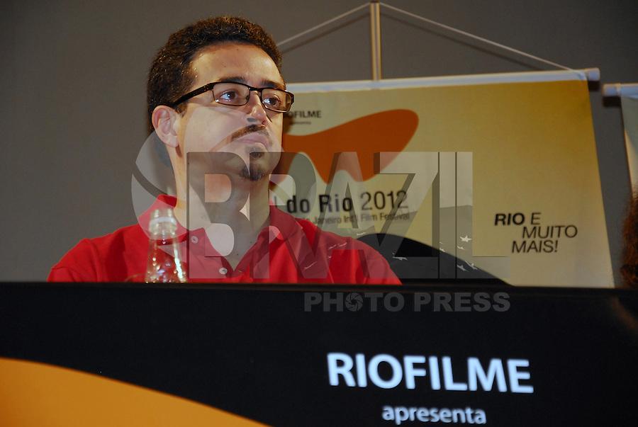 ATENCAO EDITOR IMAGEM EMBARGADA PARA VEICULOS INTERNACIONAIS - RIO DE JANEIRO,RJ 18 SETEMBRO DE 2012 - Sergio Sa Leitao (de vermelho) durante coletiva de imprensa no Cine Odeon  para o Festival do Rio 2012 (Festival de filmes), que acontecera nos dias 27 de setembro a 11 de outubro. FOTO: RONALDO BRANDAO / BRAZIL PHOTO PRESS