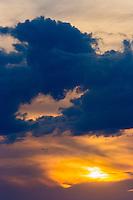 France, Pyrénées-Atlantiques (64), Pays-Basque, Ciboure,  Nuages  au soleil  couchant // France, Pyrenees Atlantiques, Basque Country, Ciboure, Clouds  at the sunset