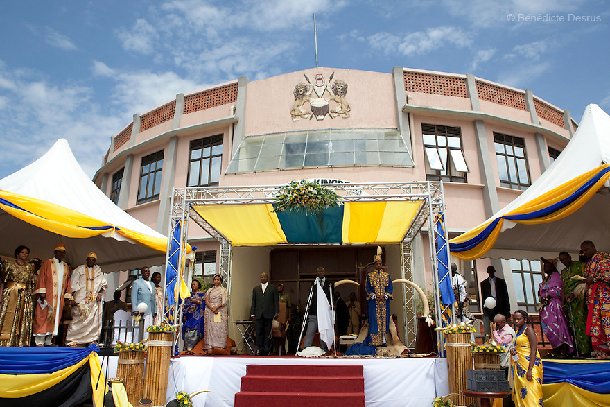April 17, 2010 - Karuzika Royal Palace, Fort Portal, Uganda - Uganda's King of the Tooro Kingdom, King Oyo Nyimba Kabamba Iguru Rukidi IV, during his 18th birthday and coronation celebrations in Karuzika Royal Palace at Fort Portal. King Oyo is one of the world's youngest ruling monarchs. He ascended to throne at age three after his father, King Olimi Kaboyo, died of a heart attack in 1995. He rules over more than 2 million people in the Tooro kingdom, one of four kingdoms allowed by the government to exist in Uganda. Today he assumed the full duties of King of the Tooros as he reachs adulthood. Photo credit: Benedicte Desrus /Sipa Press