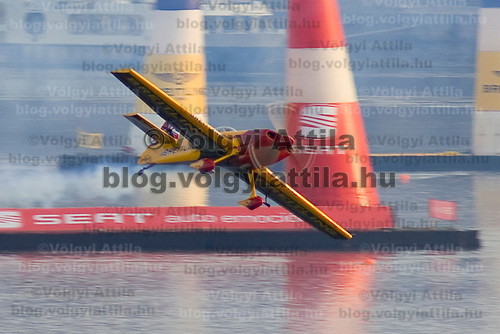 0708193928a Red Bull Air Race international air show qualifying runs over the river Danube, Budapest preceding the anniversary of Hungarian state foundation. Hungary. Sunday, 19. August 2007. ATTILA VOLGYI
