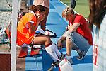 AMSTELVEEN - 25-09-2011- Blessure voor Leiah Brigitha van Amsterdam , zondag voor de Rabo hoofdklassewedstrijd tussen de vrouwen van Amsterdam en Klein Zwitserland (7-1). Foto KOEN SUYK