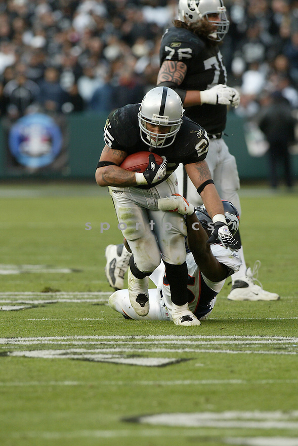 JUSTIN FARGAS, of the Oakland Raiders  in action during the Raiders game against the  Denver Broncos on December 2, 2007 in Oakland, California...RAIDERS  win 34-20..SportPics