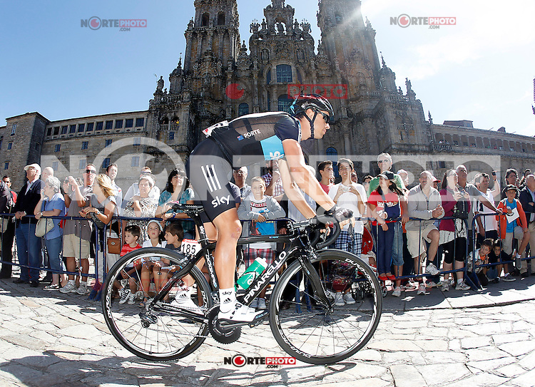 Richie Porte passes by the front of the Obradoiro of the Cathedral of Santiago de Compostela before the stage of La Vuelta 2012 between Santiago de Compostela and Ferrol.August 31,2012. (ALTERPHOTOS/Acero)