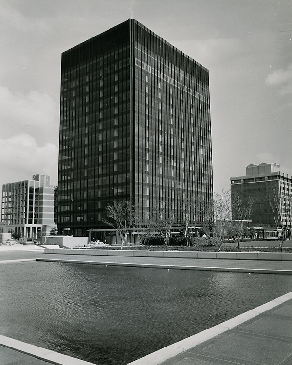 1969 October 31..Redevelopment...Downtown South (R-9)..United Virginia Bank Building..Millard Arnold.NEG# MDA69-122-8.NRHA#..