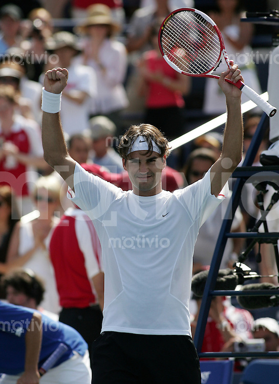 Tennis Masters Series Toronto Rogers Cup 2006 Roger FEDERER (SUI) jubelt nach dem Sieg ueber Gasquet, celebrates after he defeated Richard Gasquet.