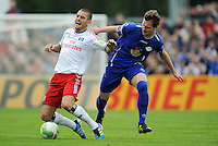 FUSSBALL   DFB POKAL   SAISON 2011/2012  1. Hauptrunde VfB Oldenburg - Hamburger SV                             30.07.2011 Mladen PETRIC (li, Hamburg) gegen Jan LOEHMANNSROEBEN (re, Oldenburg)