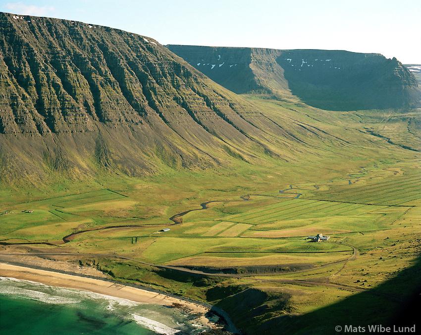 Fífustaðir, Kirkjuból í baksyni t.v. , Ketildalahreppur, Arnarfjörður, Vesturbyggð /.Fifustadir. Kirkjubol in background left, Ketildalahreppur. Arnarfjordur, Vesturbyggd.