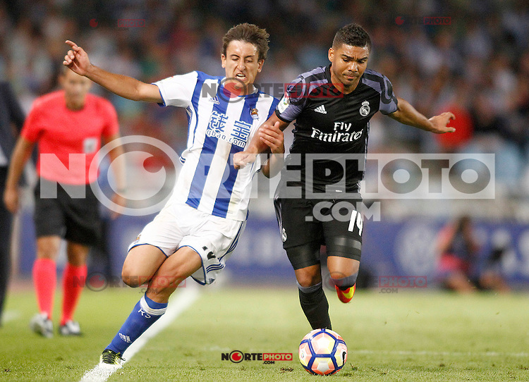 Real Sociedad's Mikel Oyarzabal (l) and Real Madrid's Carlos Henrique Casemiro during La Liga match. August 21,2016. (ALTERPHOTOS/Acero) /NORTEPHOTO