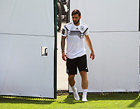 Marvin Plattenhardt (Deutschland Germany) kommt auf den Trainingsplatz - 26.05.2018: Training der Deutschen Nationalmannschaft zur WM-Vorbereitung in der Sportzone Rungg in Eppan/Südtirol