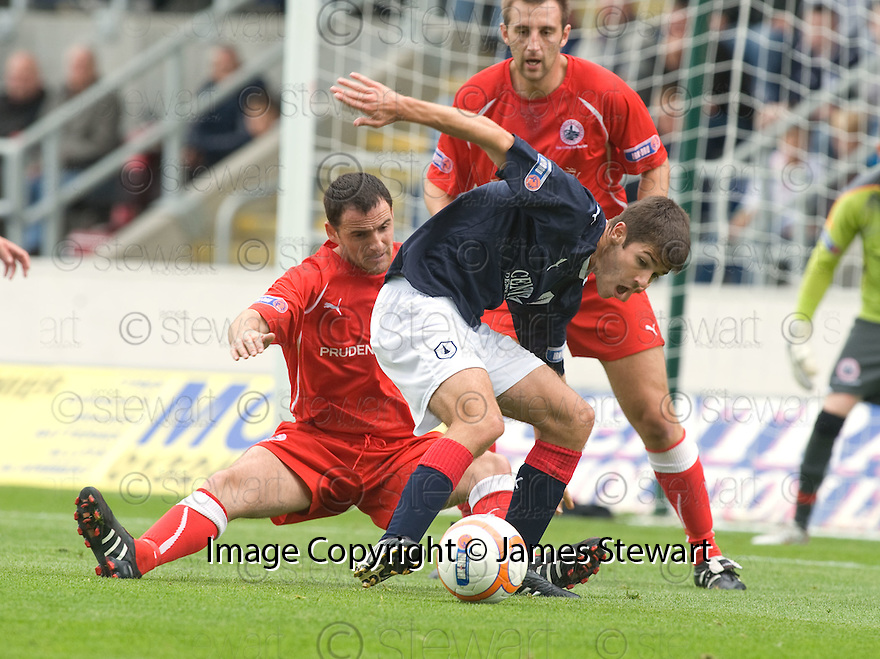 21/08/2010   Copyright  Pic : James Stewart.sct_jsp024_falkirk_v_stirling_alb  .:: RYAN FLYNN IS CHALLENGED BY ANDY GIBSON :: .James Stewart Photography 19 Carronlea Drive, Falkirk. FK2 8DN      Vat Reg No. 607 6932 25.Telephone      : +44 (0)1324 570291 .Mobile              : +44 (0)7721 416997.E-mail  :  jim@jspa.co.uk.If you require further information then contact Jim Stewart on any of the numbers above.........