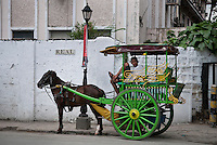 Philippines, Manila, 5 march, 2008..Traditional horse taxi in Real Street in Intramuros the oldest district of the city of Manila...Traditionele paarden taxi in Intramuros, het oudste district van Manila, de hoofdstad van de Filippijnen...Photo Kees Metselaar