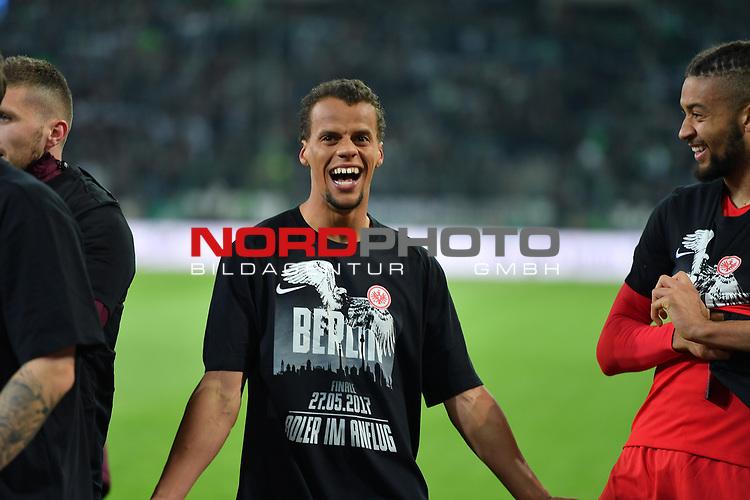 25.04.2017, Borussia-Park, Moenchengladbach, GER, DFB Pokal Halbfinale, Borussia Moenchengladbach vs Eintracht Frankfurt<br /> <br /> im Bild / picture shows: <br /> die Frankfurter freuen sich vor der Kurve &uuml;ber den Sieg und singen Berlin Berlin Timothy Chandler (Frankfurt #22),<br /> <br /> <br /> <br /> Foto &copy; nordphoto / Meuter