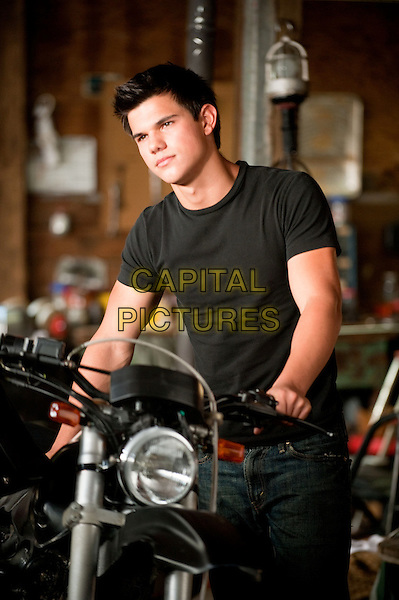 TAYLOR LAUTNER .in The Twilight Saga: Eclipse.*Filmstill - Editorial Use Only*.CAP/PLF.Supplied by Capital Pictures.