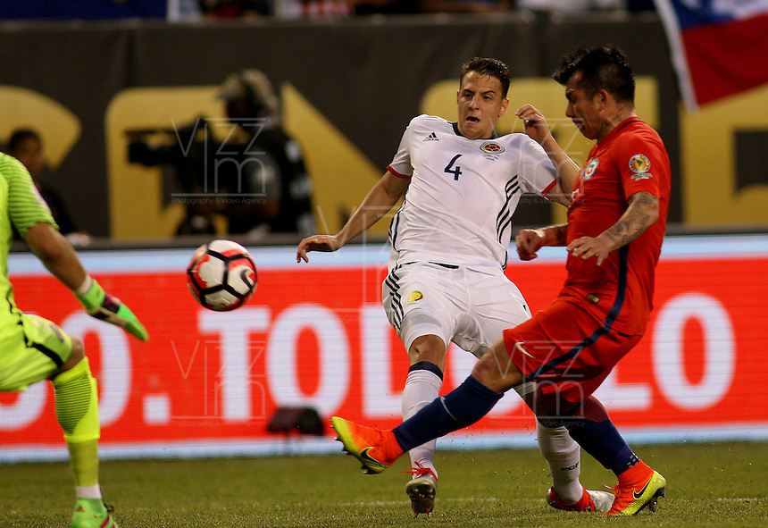 CHICAGO - UNITED STATES, 22-06-2016: Santiago Arias Jugador de Colombia  durante partido por la semifinal  entre Colombia (COL) y Chile (CHI)  por la Copa América Centenario USA 2016 jugado en el estadio Soldier Field en Chicago, USA.  /  Santiago Arias Player of Colombia (COL)  during a match for the semifinal between Colombia (COL) and Chile  (CHI) for the Copa América Centenario USA 2016 played at Soldier Field  stadium in Chicago, USA. Photo: VizzorImage/ Luis Alvarez /Cont.