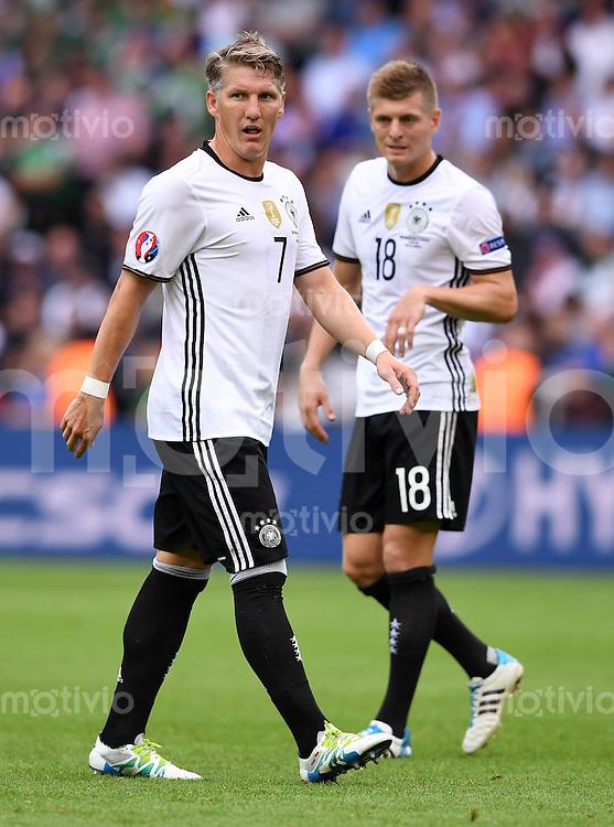 FUSSBALL EURO 2016 GRUPPE C IN PARIS Nordirland - Deutschland     21.06.2016 Bastian Schweinsteiger  (li) und Toni Kroos (re, beide Deutschland)