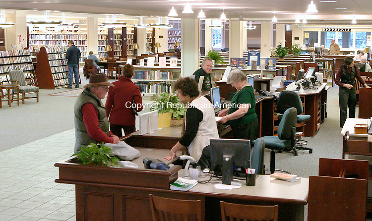 SOUTHBURY, CT- 03 NOVEMBER 2006-110306JS03---Patrons visit the Southbury Public Library on Friday afternoon. Since the library opened it new building, it has seen a rise in use from new and existing patrons. --Jim Shannon Republican-American