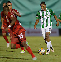 MEDELLÍN -COLOMBIA-01-06-2016. Andres Ibarguen (Izq) de Atlético Nacional en acción durante partido de ida con Rionegro Águilas  por los cuartos de final de la Liga Águila I 2016 jugado en el estadio Alberto Grisales de la ciudad de Rionegro./ Andres Ibarguen (L) of Atletico Nacional in action during the second leg match against Rionegro Aguilas for the final quaters of the Aguila League I 2016 played at Alberto Grisales stadium in Rionegro city. Photo: VizzorImage/ León Monsalve /Str