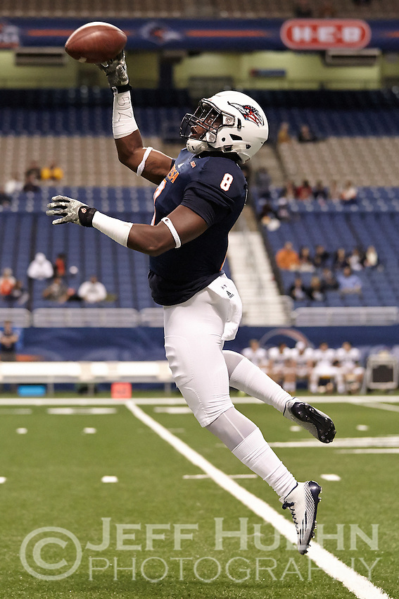 SAN ANTONIO, TX - NOVEMBER 13, 2014: The University of Southern Mississippi Golden Eagles fall to the University of Texas at San Antonio Roadrunners 12-10 at the Alamodome. (Photo by Jeff Huehn)