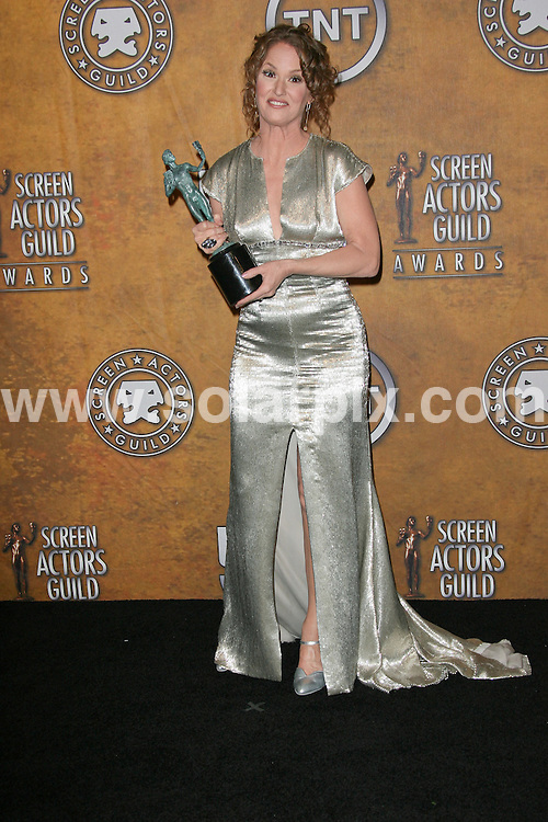 **ALL ROUND PICTURES FROM SOLARPIX.COM**                                             **SYNDICATION RIGHTS FOR UK, AUSTRALIA, DENMARK, PORTUGAL, S. AFRICA, SPAIN & DUBAI (U.A.E) & ASIA (EXCLUDING JAPAN) ONLY**                                                                                  Caption: Press Room at the 17th Annual Screen Actors Guild Awards, held at the The Shrine Auditorium, Los Angeles, USA. 30 January 2011                                                                             This pic: Melissa Leo                                                                             JOB REF: 12735 PHZ Charlotte       DATE: 30_01_2011                                                         **MUST CREDIT SOLARPIX.COM OR DOUBLE FEE WILL BE CHARGED**                                                                      **MUST AGREE FEE BEFORE ONLINE USAGE**                               **CALL US ON: +34 952 811 768 or LOW RATE FROM UK 0844 617 7637**