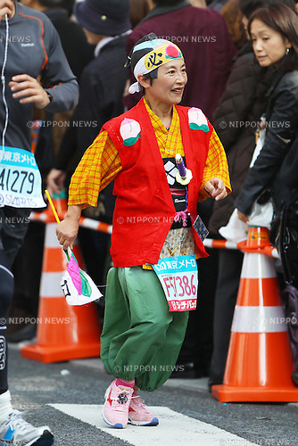 Feb. 27, 2011 - Tokyo, Japan - A woman dressed in a old style samurai costume takes part in the Tokyo Marathon. (Photo by Daiju Kitamura/AFLO SPORT)