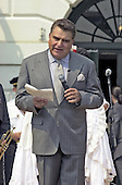 "Don Francisco, host of Univision's ""Sabado Gigante"" is the Master of Ceremonys at  United States President George W. Bush's ""Cinco de Mayo"" celebration at the White House in Washington, DC on May 4, 2001.<br /> Credit: Ron Sachs / CNP"