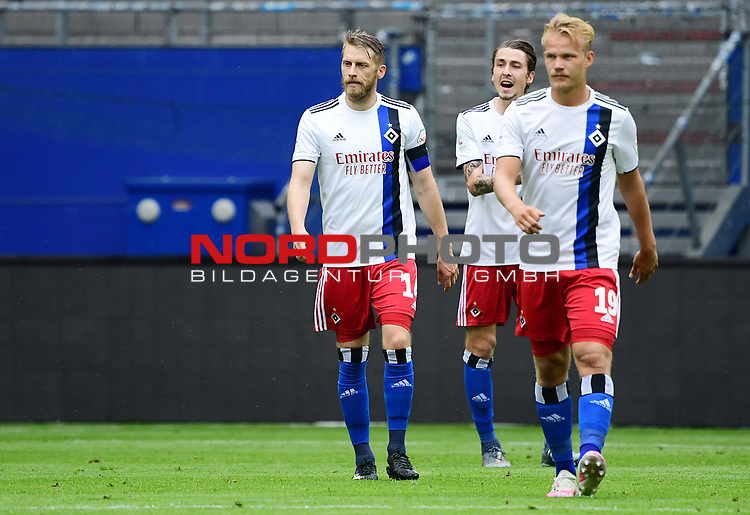 v.l. Aaron Hunt, Adrian Fein, Joel Pohjanpalo (HSV) nach dem 0:2<br />Hamburg, 28.06.2020, Fussball 2. Bundesliga, Hamburger SV - SV Sandhausen<br />Foto: VWitters/Witters/Pool//via nordphoto<br /> DFL REGULATIONS PROHIBIT ANY USE OF PHOTOGRAPHS AS IMAGE SEQUENCES AND OR QUASI VIDEO<br />EDITORIAL USE ONLY<br />NATIONAL AND INTERNATIONAL NEWS AGENCIES OUT