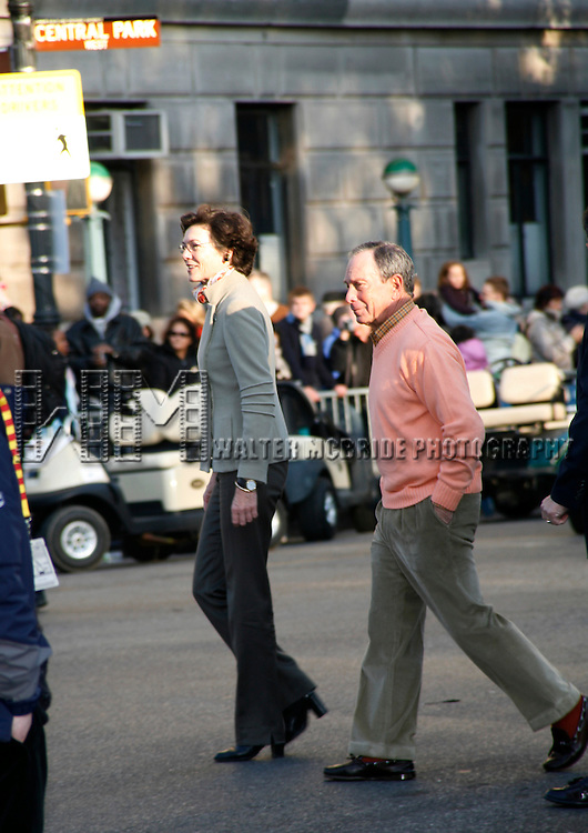 Diana Taylor & Michael Bloomberg.appearing in the 2007 Macy's Thanksgiving Day Parade, New York City..November 22, 2007.© Walter McBride / .