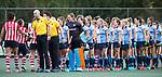 AMSTELVEEN - shake hands, scheidsrechters Jorrit Maakal en  Mark Becholz .Hoofdklasse competitie dames, Hurley-HDM (2-0)FOTO KOEN SUYK