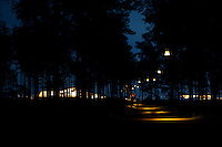 The path throught the woods between adult town and the camp-site at night. The lights are made from white plastic buckets. Photo: Kim Rask/Scouterna