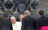 Papa Francesco arriva all'udienza generale del mercoledi' in Piazza San Pietro, Citta' del Vaticano, 5 febbraio 2014.<br /> Pope Francis arrives for his weekly general audience in St. Peter's Square at the Vatican, 5 February 2014.<br /> UPDATE IMAGES PRESS/Riccardo De Luca<br /> <br /> STRICTLY ONLY FOR EDITORIAL USE