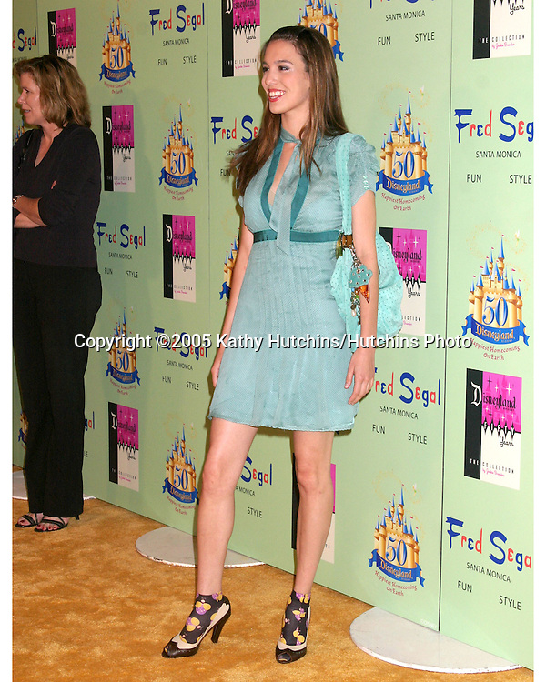 Christy Carlson Romano.Disney Vintage by Jackie Brander .Fred Segal Store.Santa Monica, CA.July 13, 2005.©2005 Kathy Hutchins / Hutchins Photo