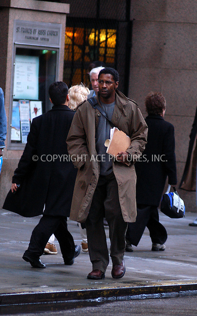 Denzel Washington pictured on the set of his latest movie, 'The Manchurian Candidate.' New York, October 5, 2003...Please byline: NY Photo Press.   ..*PAY-PER-USE*      ....NY Photo Press:  ..phone (646) 267-6913;   ..e-mail: info@nyphotopress.com