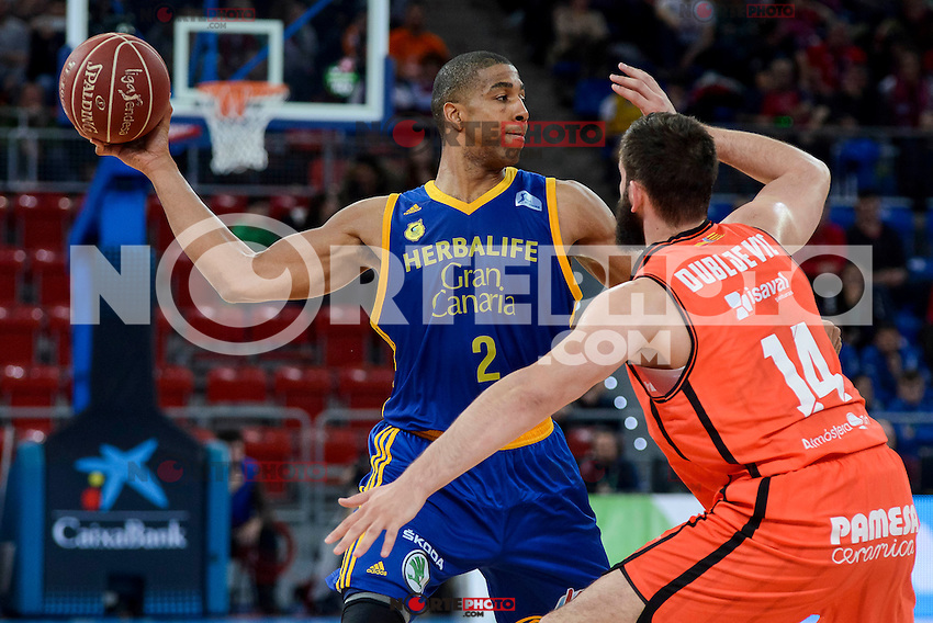 Valencia Basket's Bojan Dubljevic and Herbalife Gran Canaria's Richard Hendrix during Quarter Finals match of 2017 King's Cup at Fernando Buesa Arena in Vitoria, Spain. February 17, 2017. (ALTERPHOTOS/BorjaB.Hojas) /Nortephoto.com