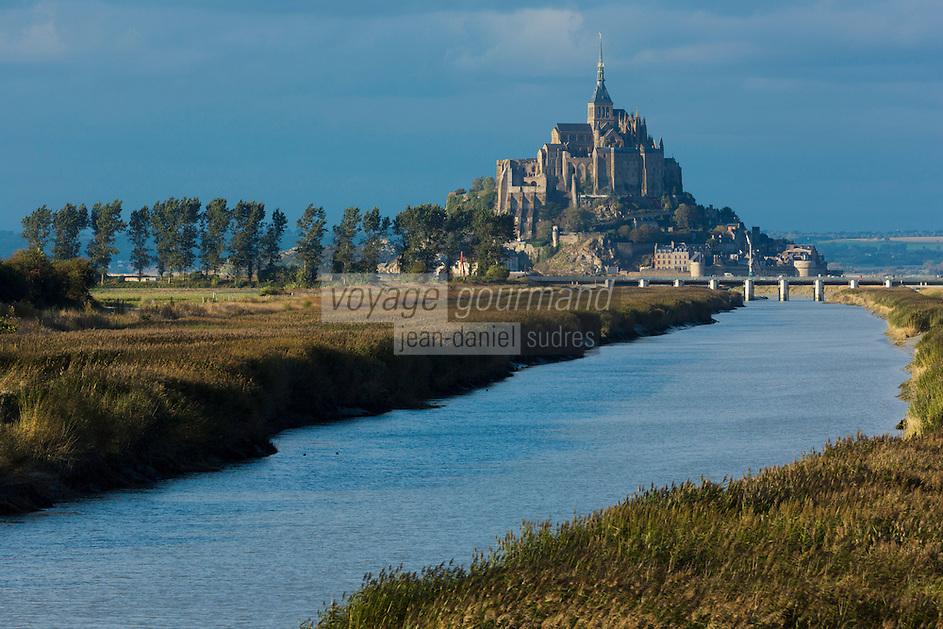 France, Manche (50), Mont Saint-Michel, classé Patrimoine Mondial de l'UNESCO, et le Couesnon //  France, Manche, Mont Saint Michel, listed as World Heritage by UNESCO, and the Couesnon River