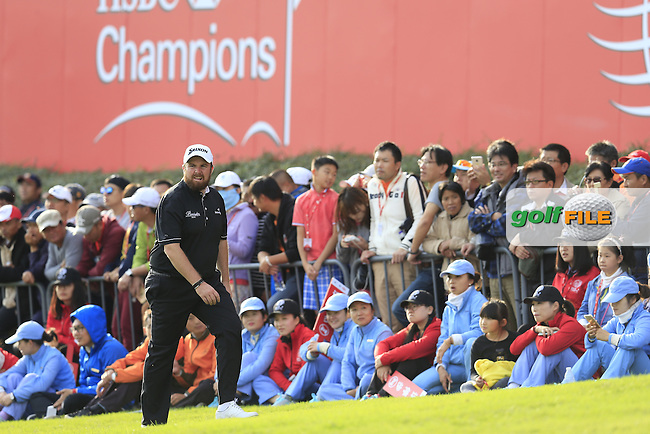 Shane Lowry (IRL) on the 18th during the final round of the WGC-HSBC Champions, Sheshan International GC, Shanghai, China PR.  30/10/2016<br /> Picture: Golffile   Fran Caffrey<br /> <br /> <br /> All photo usage must carry mandatory copyright credit (&copy; Golffile   Fran Caffrey)
