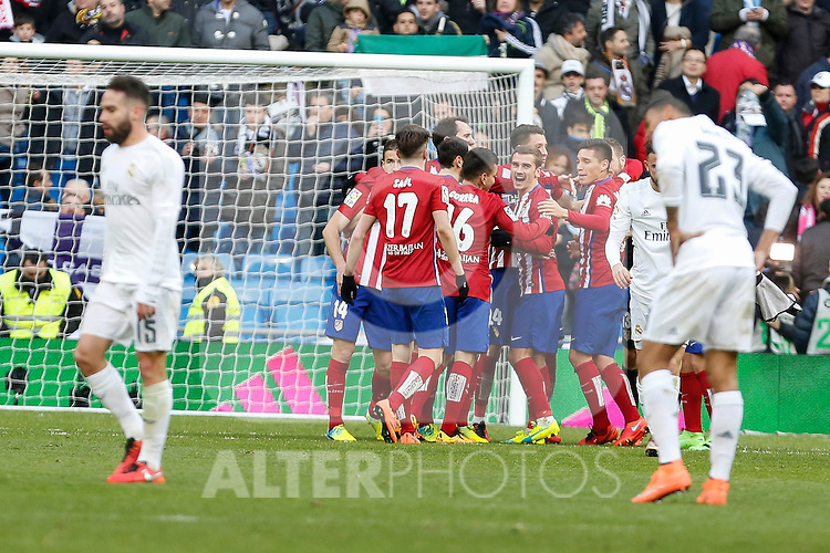 Atletico de Madrid´s players celebrate their victory at 2015/16 La Liga match between Real Madrid and Atletico de Madrid at Santiago Bernabeu stadium in Madrid, Spain. February 27, 2016. (ALTERPHOTOS/Victor Blanco)