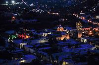 Vista de la iglecia, o catedral de   de Alanos al atardecer