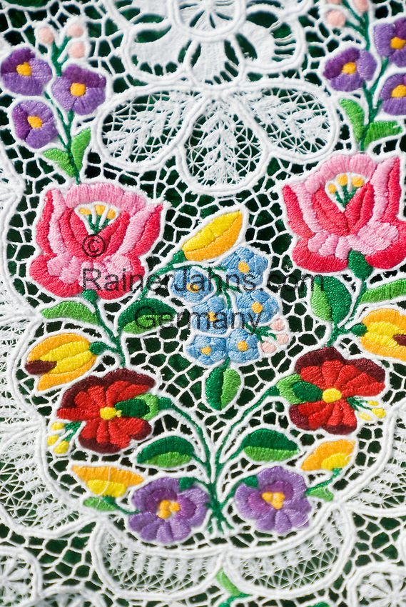HUN, Ungarn, Budapest: Souvenirs, Tischdecke, Stickereien | HUN, Hungary, Budapest: souvenirs, table cloth, embroidery, stitchery