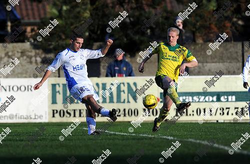 2013-11-10 / Voetbal / seizoen 2013-2014 / Witgoor Dessel - Merksem / Kurt Van Dooren (l. Merksem) met Jochen Vanarwegen<br /><br />Foto: Mpics.be