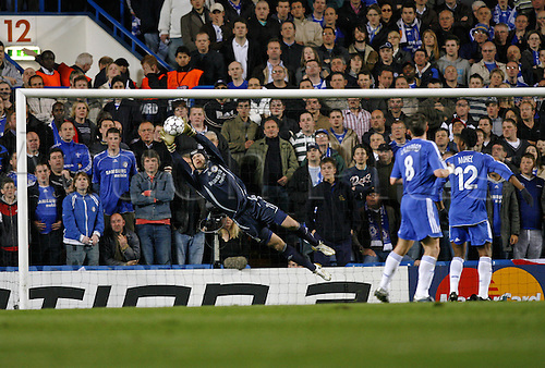 4 April 2007: Chelsea goalkeeper Petr Cech dives full length to make a save during the UEFA Champions League quarter final first leg, between Chelsea and Valencia played at Stamford Bridge. The game ended in a 1-1 draw Photo: Glyn Kirk/Action Plus...soccer football 070404  player