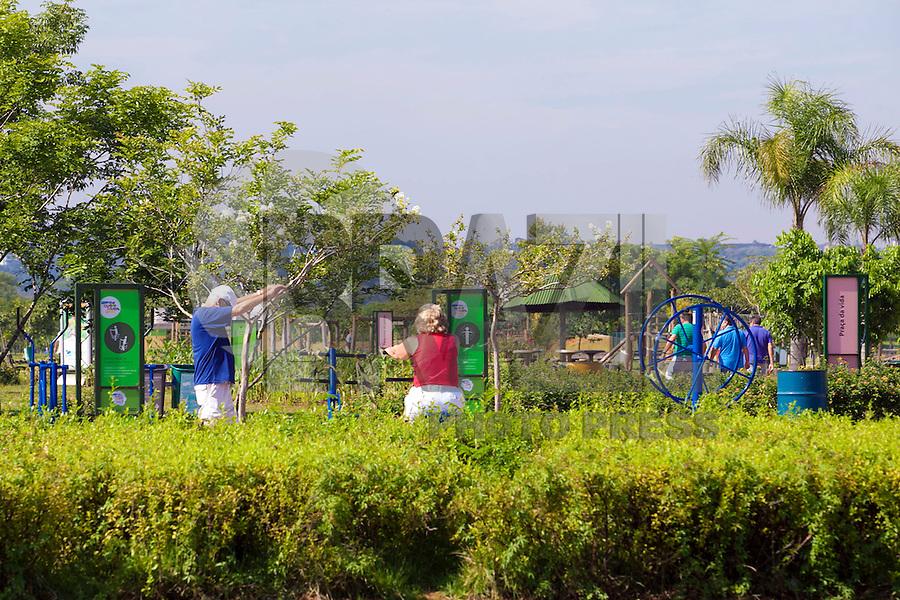 SAO PAULO, SP, 15 DE FEVEREIRO DE 2012 - MOVIMENTACAO PARQUE VILLA LOBOS - Movimentacao no Parque Villa Lobos, zona sul da cidade, nesta quarta-feira. FOTO RICARDO LOU - BRAZIL PHOTO PRESS.