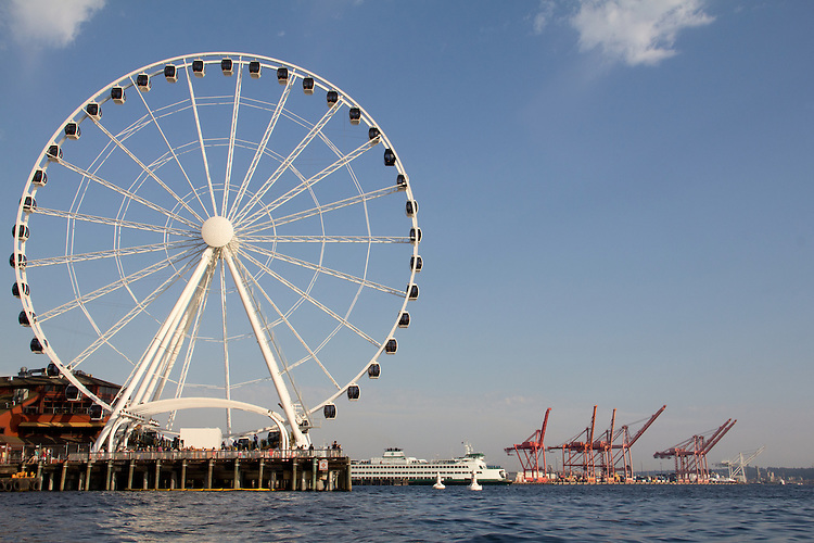 Seattle, Seattle Great Wheel, a new Ferris wheel on Pier 57, Washington State ferry, waterfront, Elliott Bay, Washington State, USA, Puget Sound, tourist attraction,