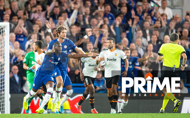 Chelsea players demanding penalty decision from referee during the UEFA Champions League match between Chelsea and Valencia  at Stamford Bridge, London, England on 17 September 2019. Photo by Andrew Aleksiejczuk / PRiME Media Images.
