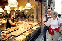 Una pizzeria a taglio nel centro di Bergamo.<br /> A pizza shop in downtown Bergamo.<br /> UPDATE IMAGES PRESS/Riccardo De Luca