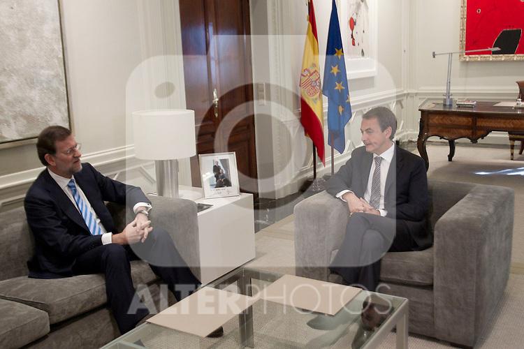 MADRID (05/05/2010).- Spain's Prime minister Jose Luis Rodriguez Zapatero recieves PP leader Mariano Rajoy at La Moncloa Palace...Photo:  Cesar Cebolla / ALFAQUI