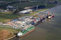 Brunsbüttel Port: EUROPA, DEUTSCHLAND, SCHLESWIG-HOLSTEIN, BRUNSBUETTEL , (EUROPE, GERMANY), 19.10.2018: Brunsbüttel Port an der Elbe nahe des NOK Eingangs.